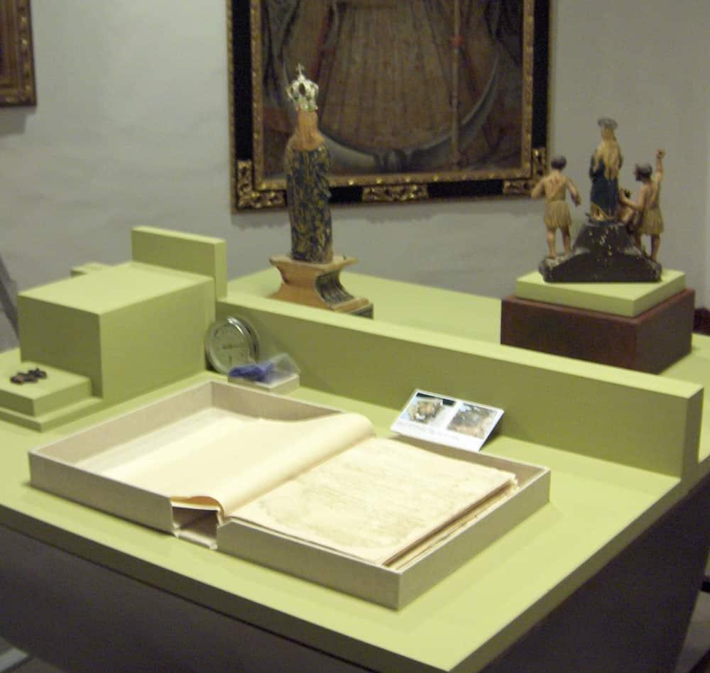 Sínodo del Obispo Muro, 1506. Exhibición en la exposición LA HUELLA Y LA SENDA.